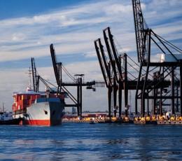 За січень-лютий 2021 року вантажообіг морських портів України впав на 24,1%