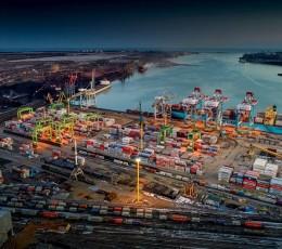 Обсяги перевалки вантажів у морських портах України зросли на 15,8%