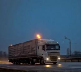 Перевантажені фури об'їжджають вагові комплекси в Одеській області по путівцях
